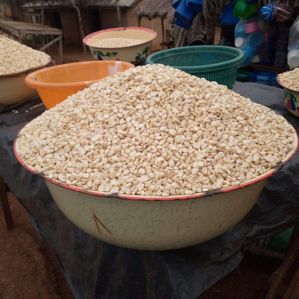 Préparation du Wô - Maïs séché - © Visiter le Bénin